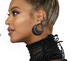 beyonce earrings beyoncé powers through a ripped out earring like a legit
