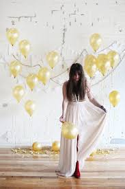 wedding backdrop trends wedding trends gold balloons