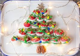 where to buy white chocolate covered strawberries white chocolate covered strawberries christmas tree the cookie