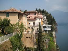 Immobilien Ferienhaus Kaufen Ferienwohnung Am Gardasee Kaufen U203a Hotelzimmer Gardasee De