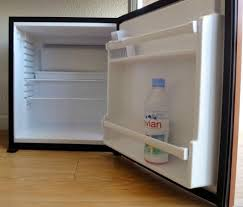 mini frigo pour chambre un mini frigo vide dans chaque chambre photo de hôtel centre