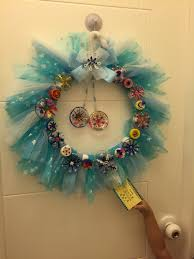christmas wreath using recycled materials inspired by frozen