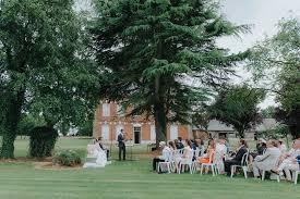 cã rã monie de mariage laique mariage avec cérémonie laïque internationale et tea time vintage