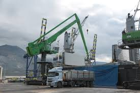 port handling with balance principle sennebogen 8160 eq at buss