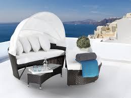 meubles en rotin meuble de jardin en rotin noble chaise longue couverte