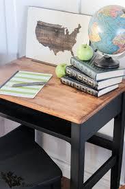 Kid At Desk Child S Desk Makeover The Wood Grain Cottage