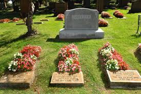 cemetery decorations clover hill park cemetery congregation shaarey zedek