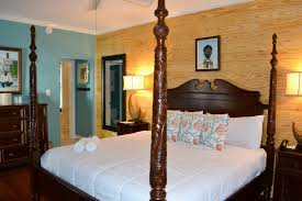 300 Square Feet Room by Room 28