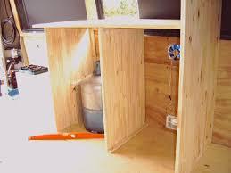 fabriquer plan de travail cuisine faire un plan de travail en bois meuble salle de bain plan travail