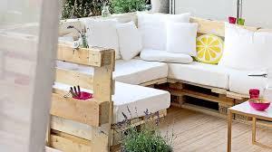 canapé en palette de bois palette en bois déco côté maison