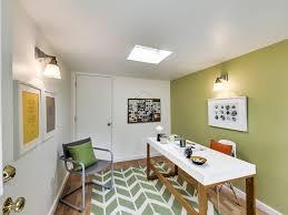 peindre un bureau design interieur peinture verte nuance olive bureau domicile tapis