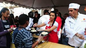 thanksgiving volunteer los angeles thanksgiving feast hosted by the la mission served thousands of
