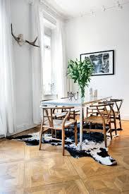 teppich esszimmer kuhfell teppich ein frischer interieur akzent