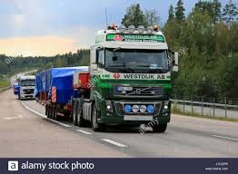 2016 volvo 18 wheeler truck hauling wide load oversize stock photos u0026 truck hauling wide
