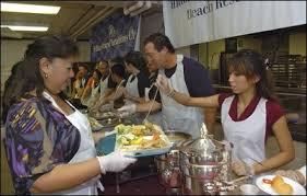 record honolulu turnout for free turkey dinner the honolulu