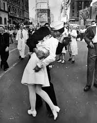 significance of thanksgiving day in america the story behind the wwii v j day kiss photo time com