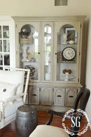 5 easy tips to style a hutch stonegable hutch living room styled painted cocoa stonegableblog com