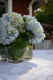 Cube Vase Centerpieces by Inexpensive Floral Wedding Centerpieces What Flowers Are In Season