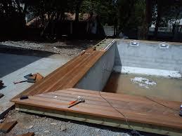 plage de piscine terrasse margelle de piscine etienne bois menuiseries meubles