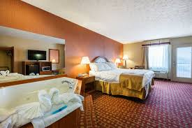 park grove inn hotel in the heart of pigeon forge tn