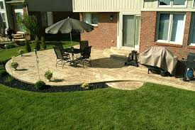 Ideas For Backyard Patio Pictures Of Backyard Patios Patio Farmhouse Backyard Concrete