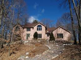 multi level homes 828 winnetka ct manitowoc wi for sale mls 1575424 movoto