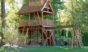 cool tree house elements to include in a kid s treehouse to it awesome