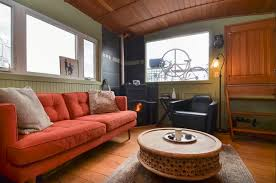 airbnb houseboats 5 amazing houseboats you can rent on airbnb