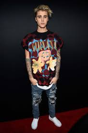 stage en bureau d ude every photo you need of justin bieber at the 2015 amas