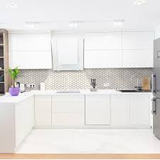 white kitchen cabinets with tile floor 20 kitchen backsplash ideas for white cabinets
