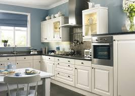 kche wandfarbe blau farbe für küche küchenwand in kontrastfarbe streichen