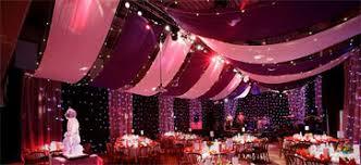 tenture plafond mariage décorer votre salle avec des drapées en tissu organiser un mariage