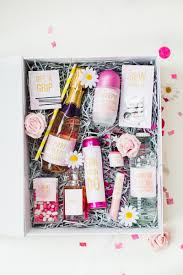 wedding gift kits diy emergency wedding bridal kit with free printable labels