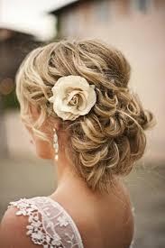 Hochsteckfrisurenen Hochzeit Mit Blumen by Brautfrisuren Mit Blumen 22 Ideen Für Ein Perfektes Hochzeitsgefühl