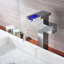 Poignée fini chrome simple changement de couleur LED cascade lavabo