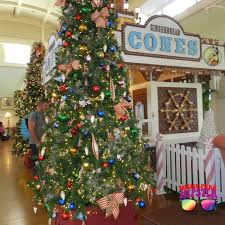 free christmas at disney world themeparkhipster