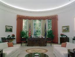 Oval Office Drapes by Do You Like The New Oval Office Makeover President Trump Just Got