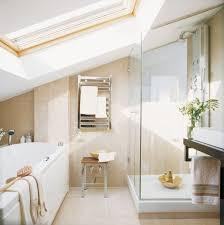badezimmer mit dachschräge kleines badezimmer mit dachschräge badewanne und glasdusche
