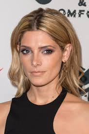 how to wear hair behind the ears ashley greene proves tucking your hair behind your ears a