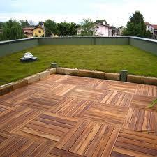 pavimentazione giardino prezzi pavimentazione in legno per esterni listoplate teak pontarolo