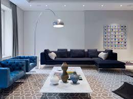 canapé bleu marine 12 superbes idées déco avec un canapé bleu dans le salon bricobistro