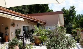 chambres d hotes les baux de provence les roches rouges à 30 min de marseille des baux de provence du