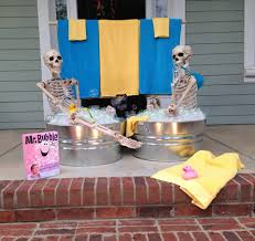halloween decorations skeleton halloween house decorating ideas the baxter skeletons home