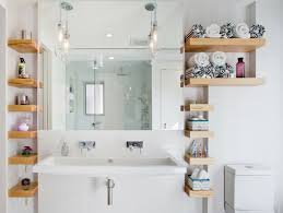 regal badezimmer stauraum kleines badezimmer freistehende regale b a d