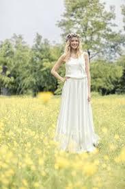 brautkleider hannover schlichtes brautkleid mit spitze und schleppe der designerin