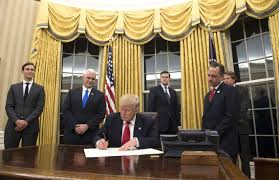 trump in oval office trump gives oval office new look with gold drapes