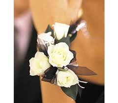 prom corsages and boutonnieres prom corsages boutonnieres delivery circleville oh wagner s
