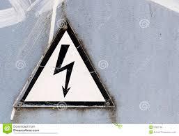 dign in bianco e nero del pericolo con il copyspace del fulmine