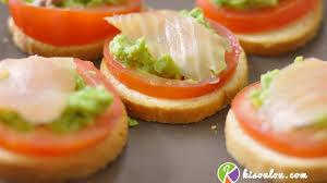 canape saumon toast au saumon fumé tomate avocat kisoulou
