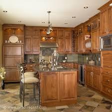 deco cuisine classique armoires de cuisine classique bois foncé et fer forgé idée de